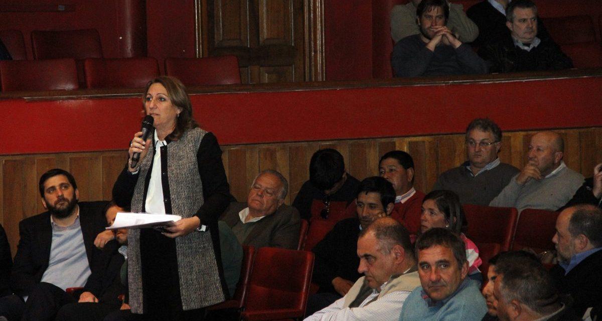 Mónica Fein: «Los recortes a los municipios ponen en riesgo la gobernabilidad»